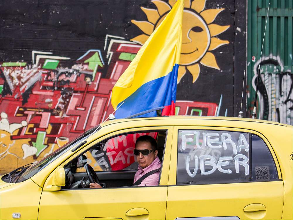 Taxiste colombien en grève contre Uber. / Image: Mauricio León, journal EL TIEMPO